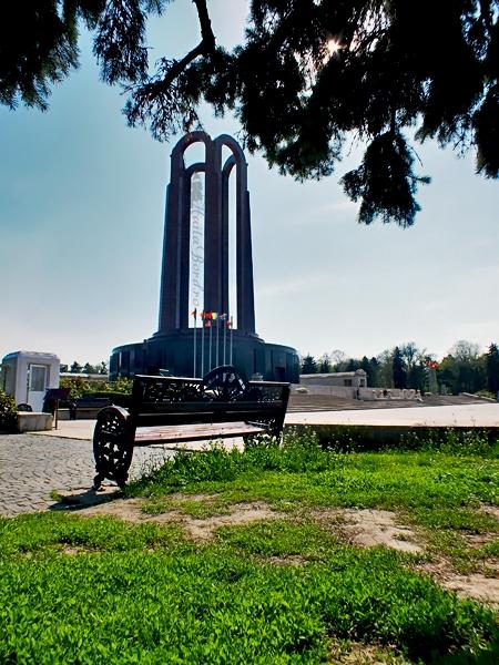 mausoleu parcul carol aprilie 2013