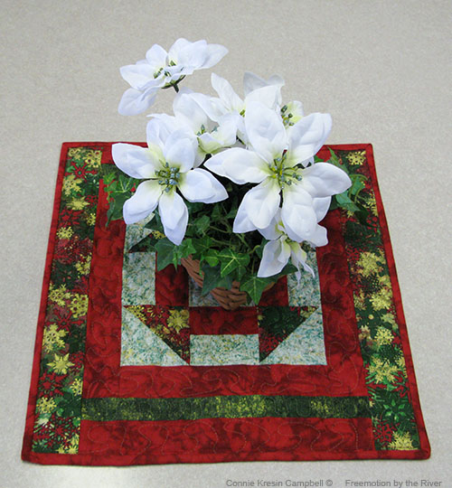 Free Quilt Pattern for a Christmas Table Topper using AccuQuilt dies l conniekresin.com