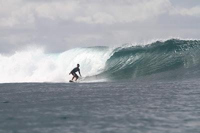 Surfe em Good Times Mentawai