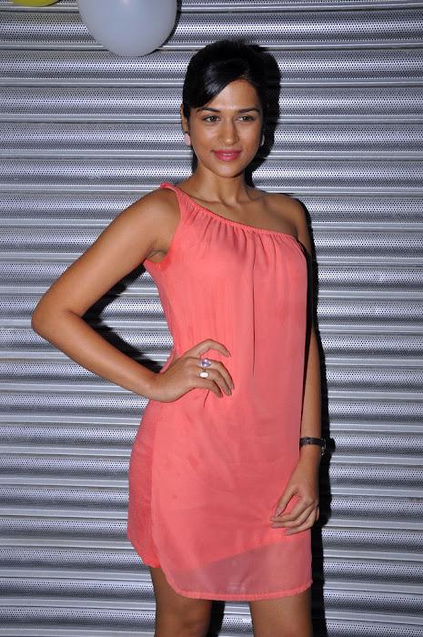shraddha das , shraddha das new actress pics