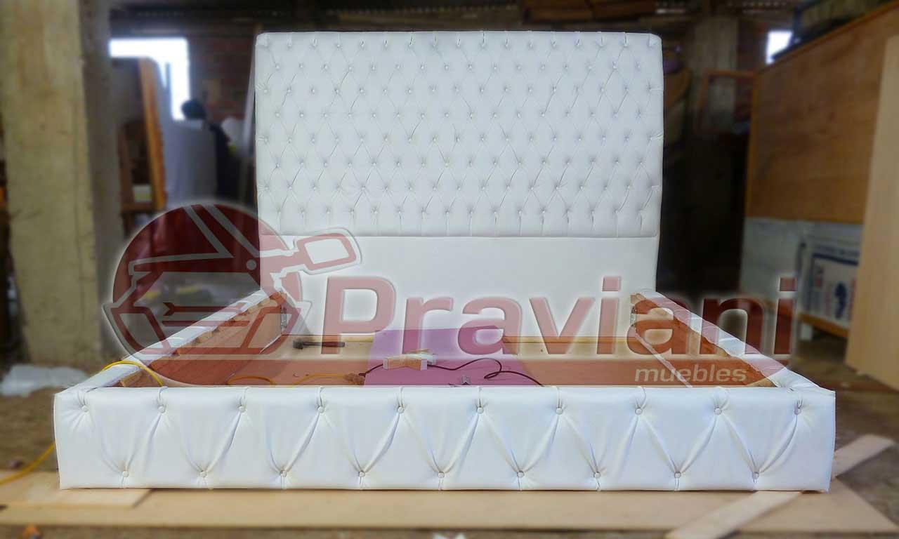 Praviani: Camas tapizadas