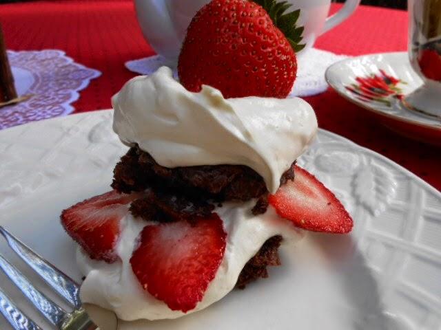Kitty's Kozy Kitchen: Strawberry Brownie Shortcake
