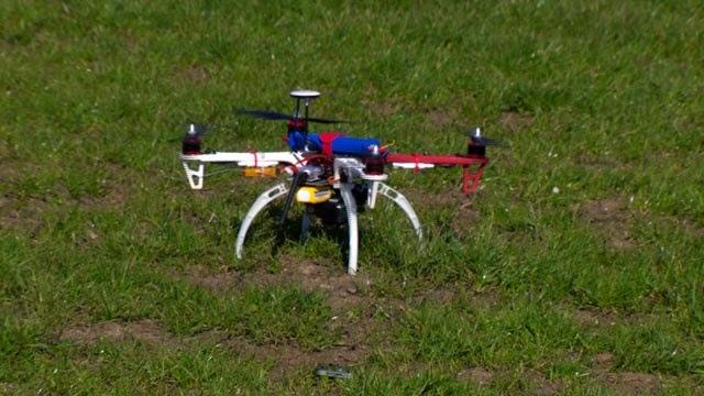 Drone kawalan jauh, Snoppy yang digunakan oleh pakar keselamatan siber, Glenn Wilkinson semasa menjalankan ujian untuk mencuri maklumat peribadi pengguna telefon pintar.