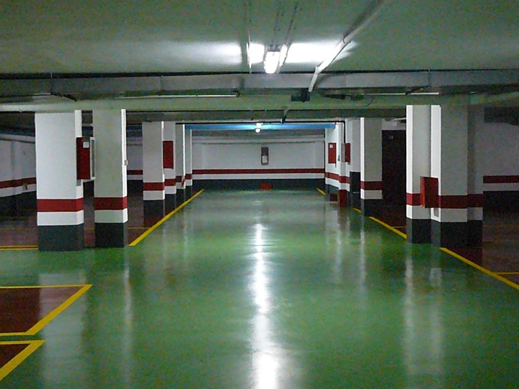 Mundo voluble una historia de garaje - Pintura suelo parking ...