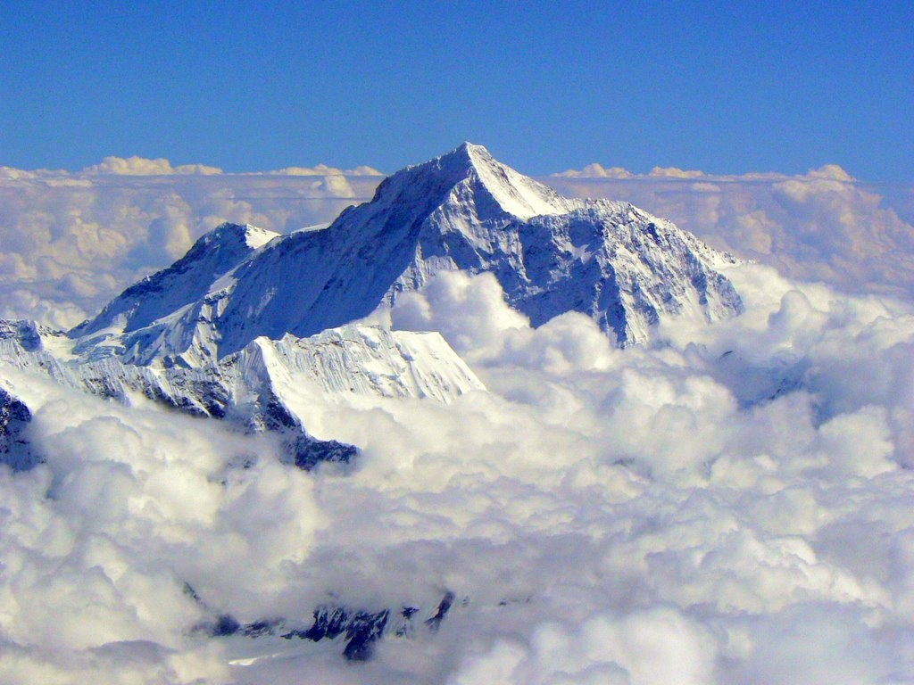 mount everest nepal Petaling jaya: a malaysian man who scaled the peak of mount everest last  year died in nepal while attempting to climb another mountain.