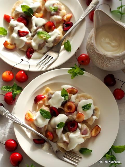 pierożki z owocami , pierogi nadziewane cześniami , obiad na lato , letnie obiady ,