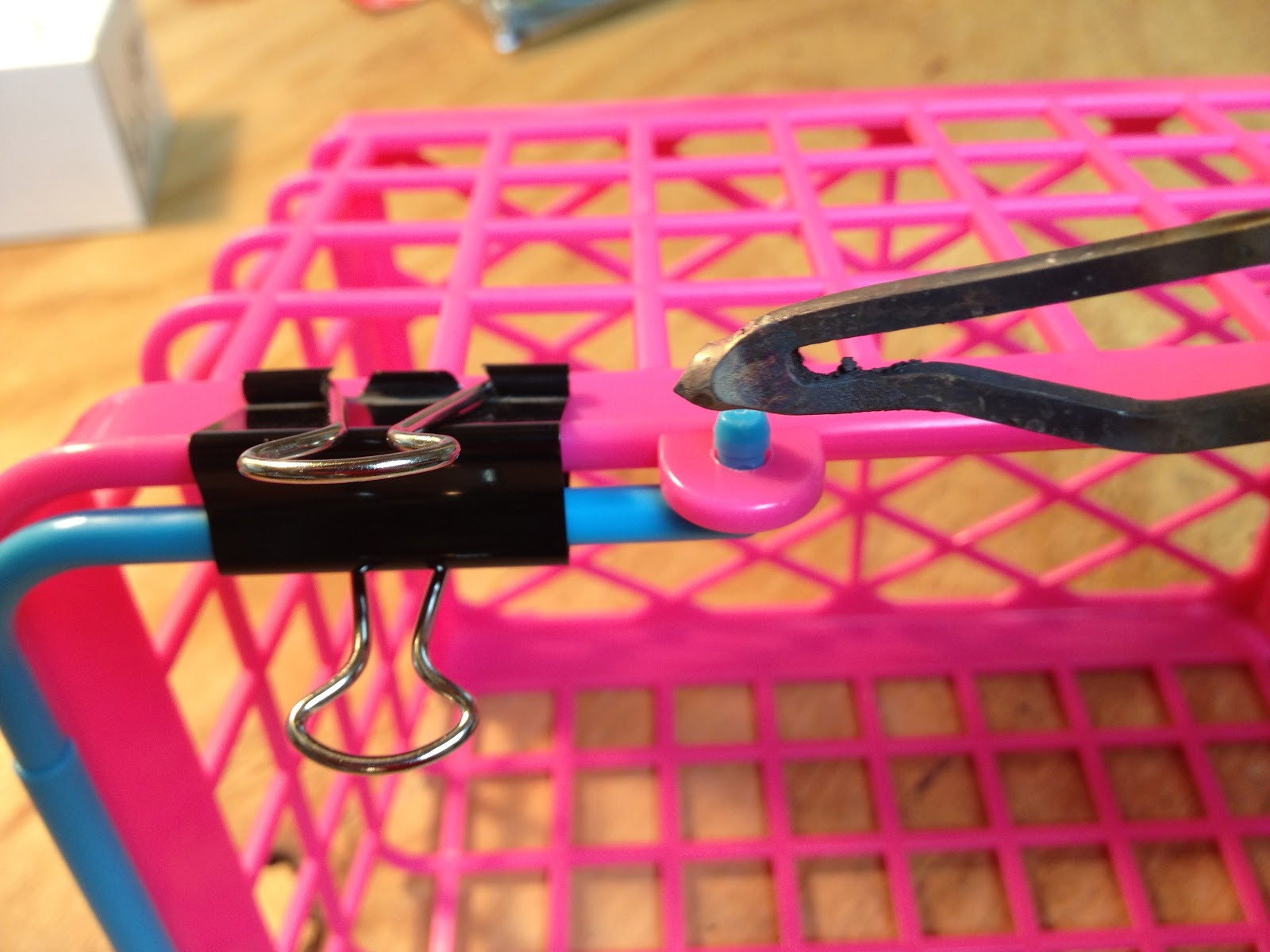 repair a plastic basket 39 s snap on handle with a soldering iron share your repair. Black Bedroom Furniture Sets. Home Design Ideas