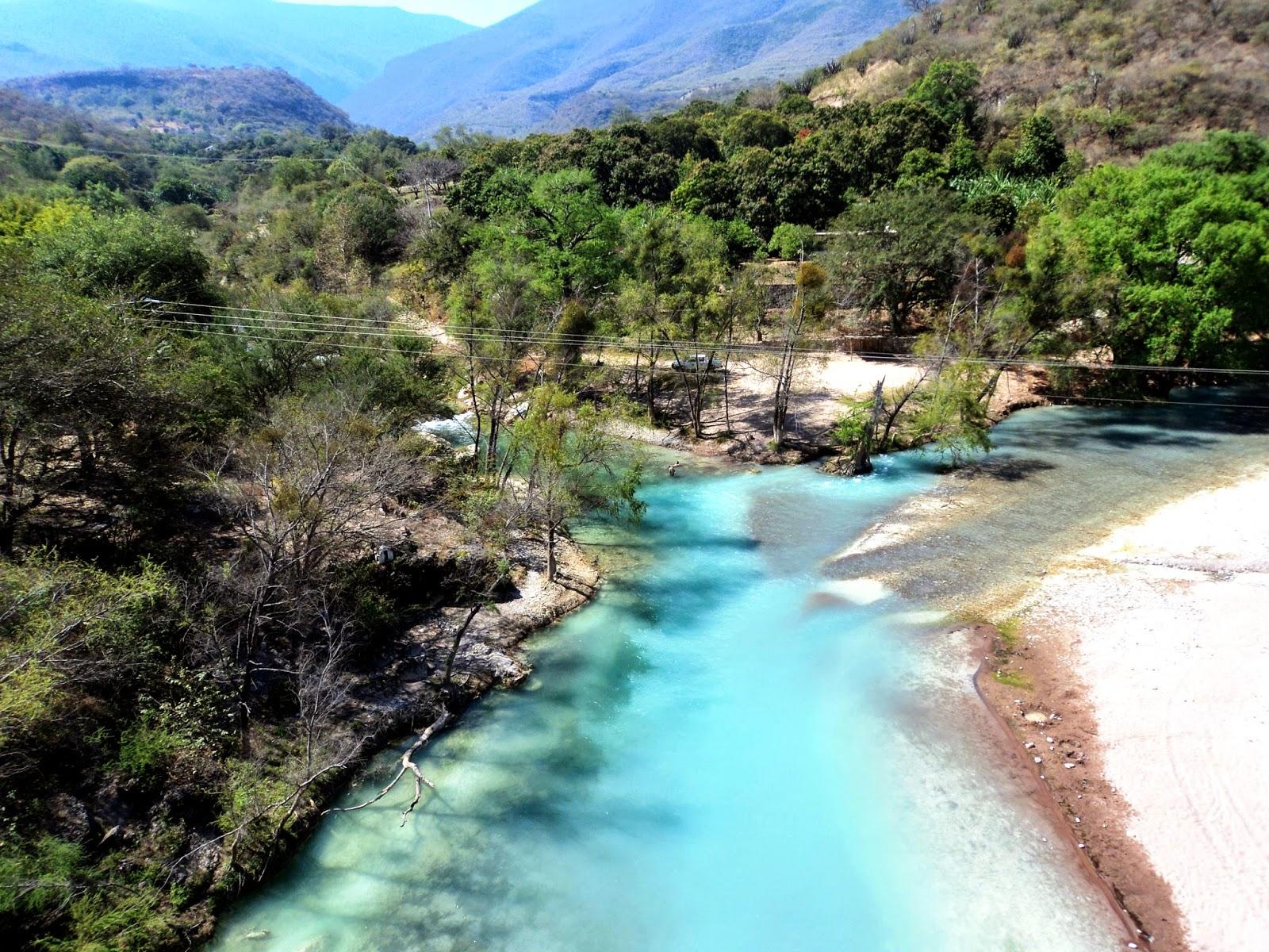 El camino hacia Las Adjuntas es todo un paraíso visual.