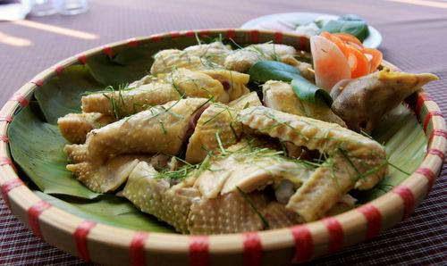 Vietnamese Chicken Recipes - Gà hấp lá chanh