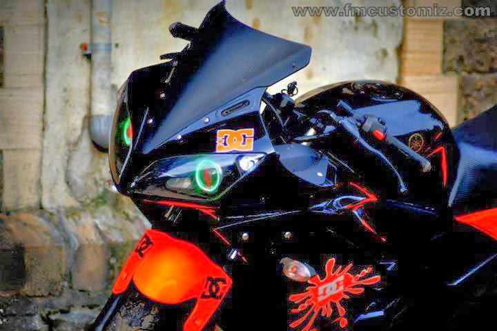 R15 V2 Red And White Look Into My Eyes :D |...