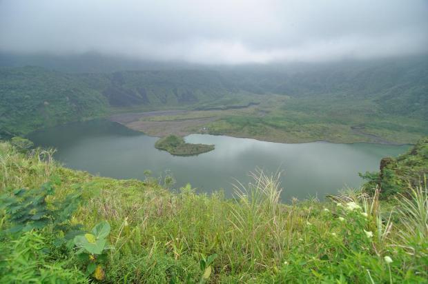 objek wisata kota tasikmalaya, pesona gunung galunggung dan keindahan danau kawah galunggung