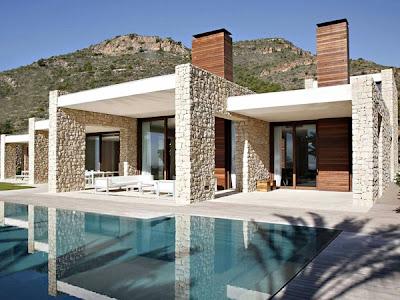 casa con fachada de piedra madera