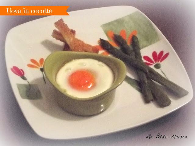 Uova in cocotte con crema di asparagi e prosciutto