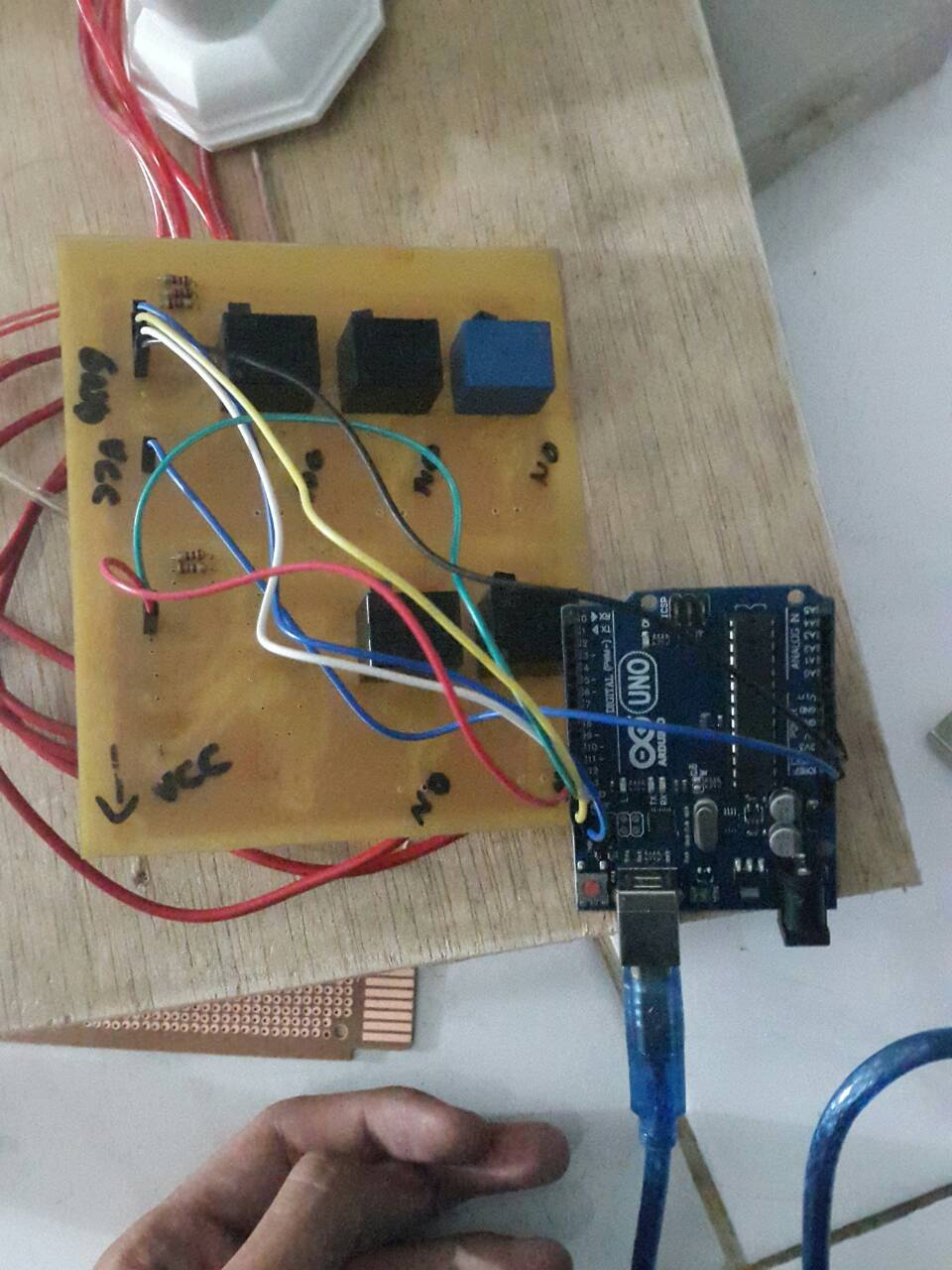 Mengendalikan lampu menggunakan arduino dan relay melalui