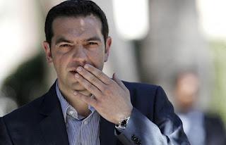 Αλέξης Τσίπρας: Δείτε τον να πίνει ελληνικό καφέ σε... παγκάκι [photo]