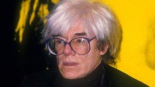 Webcam broadcast Warhol grave