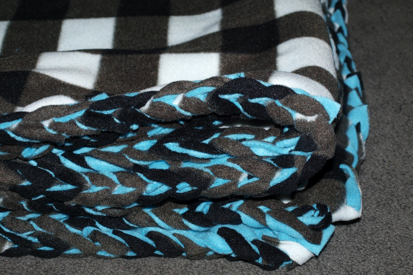 Elemental Carbon: Fleece Blanket with Crocheted Edge // DIY