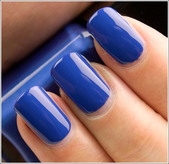 unghii culoare albastru metalic