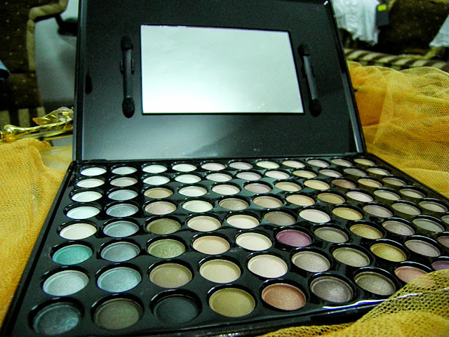 Romwe's 88 Warm Original Eye Shadow Palette