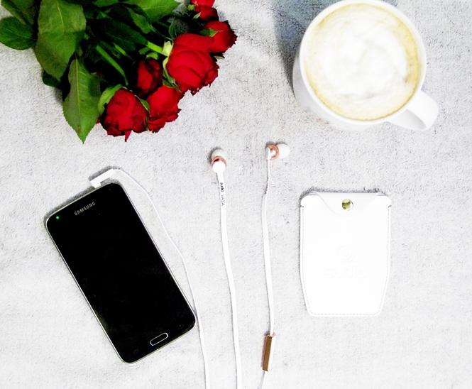 studio vasa, studio sweden, earphones, valentines day