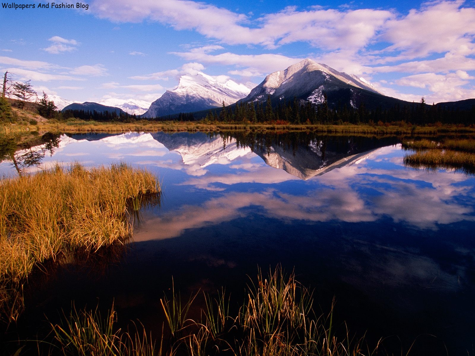 http://2.bp.blogspot.com/-fHSqptIw7Ls/UCxXJK5gtAI/AAAAAAAAEVM/EUJVHlGgst0/s1600/Mount+Rundle+From+Vermillion+Lakes,+Banff+National+Park,+Canada.jpg