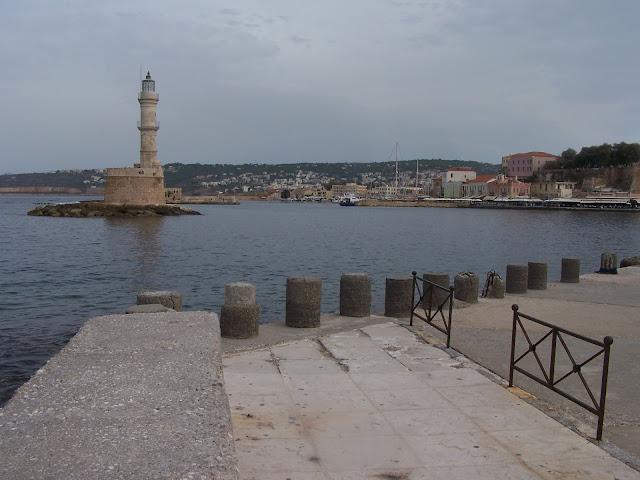 Hanya; Eski Liman girişinde Osmanlı dönemi yapısı Fener