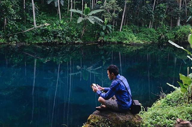 birunya warna air telaga nila majalengka'