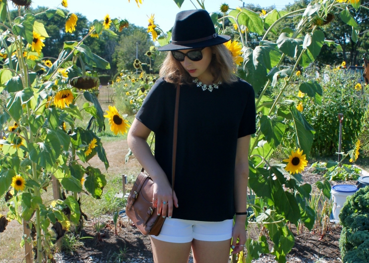 Mint choker statement necklace, loose black tshirt, white shorts and black felt hat outfit