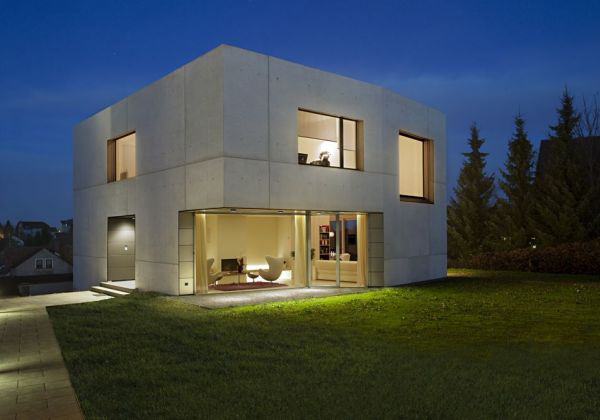 Casa minimalista con fachada en cemento todo sobre fachadas for Casa minimalista 6 x 12