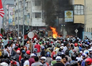 Foto-foto Gambar Kerusuhan Ambon September 2011 Poto Ambon Ricuh Tawuran Masa