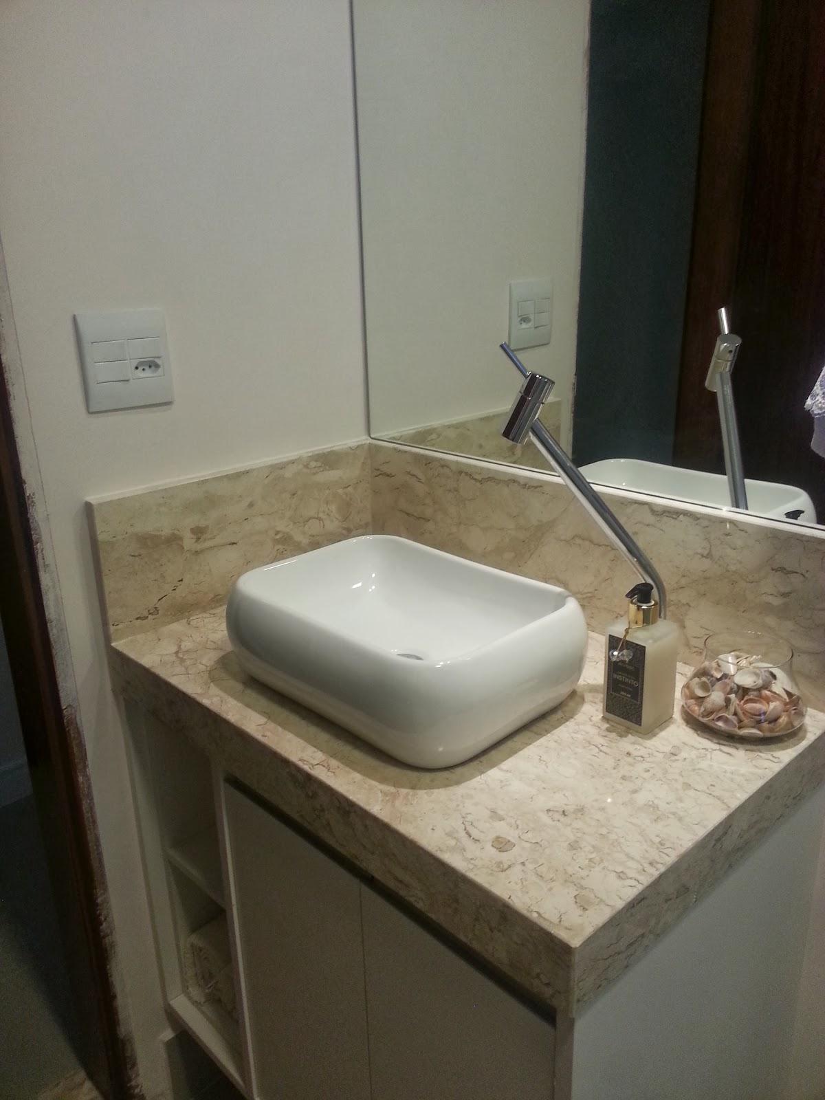 Sim senhora mãe!: Apê Pronto: Banheiros #2A271D 1200x1600 Banheiro Com Luz Azul