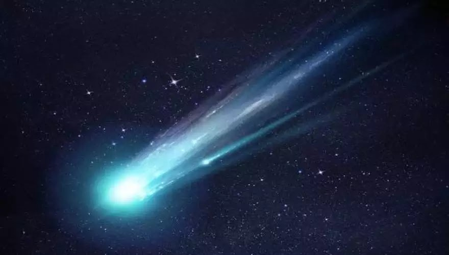 Ένας ασυνήθιστος κομήτης με πρασινωπή απόχρωση πλησιάζει τη Γη