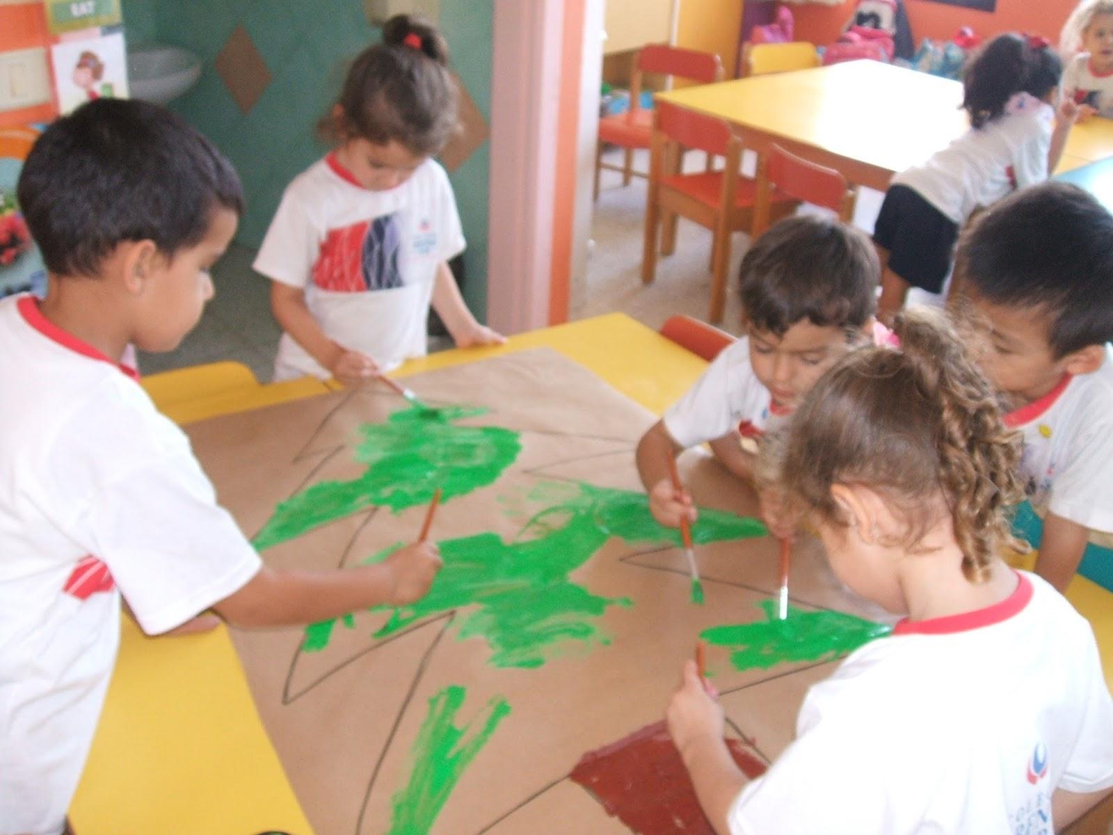 Trazos de colores decoraci n de navidad en las aulas de for Decoracion de aulas infantiles