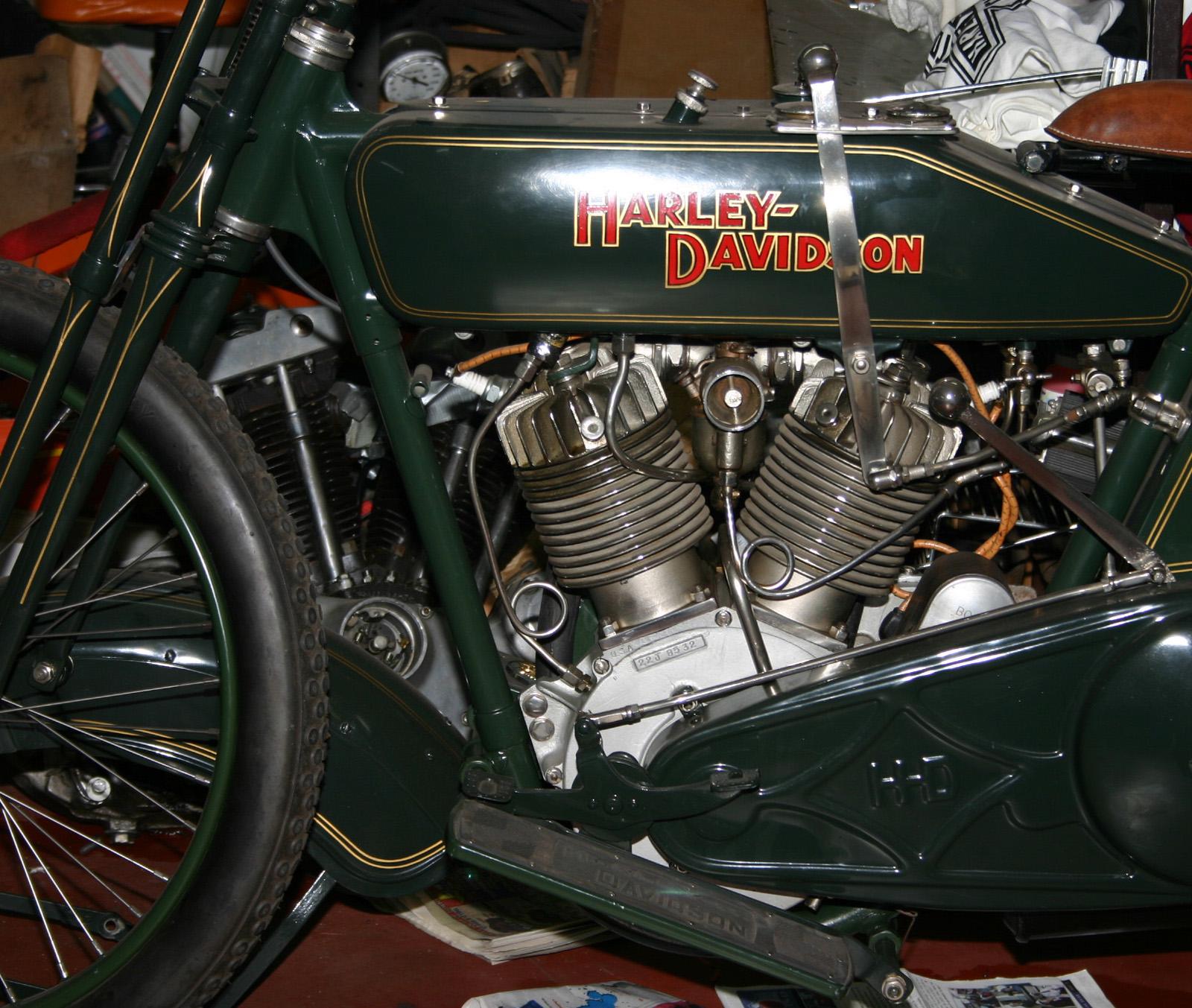Harley Chrom Drag Skull Fender Ornament Shovel Sportster XL Glide Schutzblech