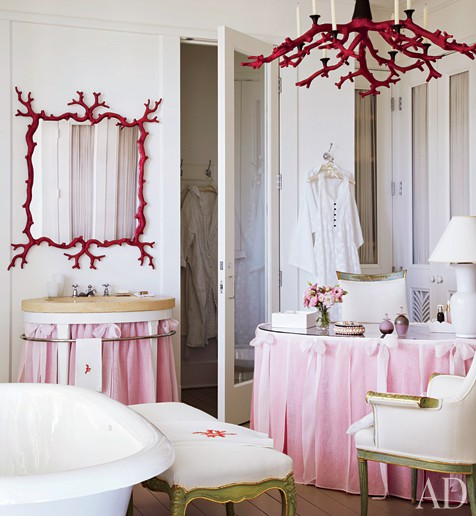 To da loos pink and red girly romantic bathroom for Girly bathroom ideas