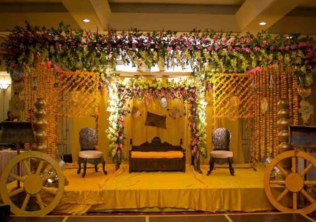 Mehndi Stage Decoration With Flowers : Mehandi designs world mehndi stage decoration