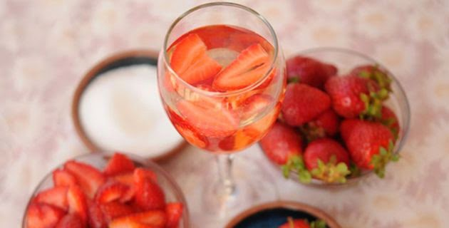 http://www.latina.com/food/recipes/sweet-sangria-recipes-christmas-new-years-birthdays-mondaysyou-get-idea