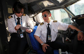 Captain Li Jinguo and his daughter Li Xin [Photo: Xinhua]