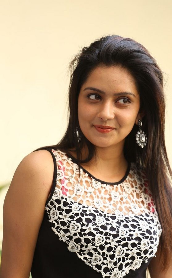 mahima nambiar closeup smile wiki