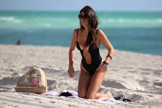 Claudia Romani Thong ing Suit 001