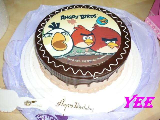 1kg Angry Bird Cake Kings Confectionary Weekend Treat