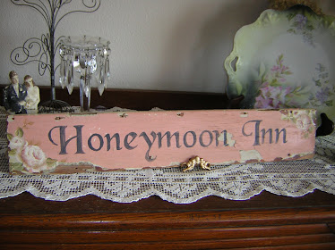 Honeymoon Inn Sign