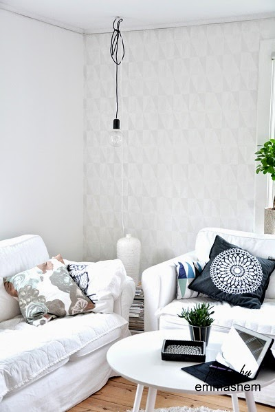 Vita Hemligheter: Ny tapet i vardagsrummet