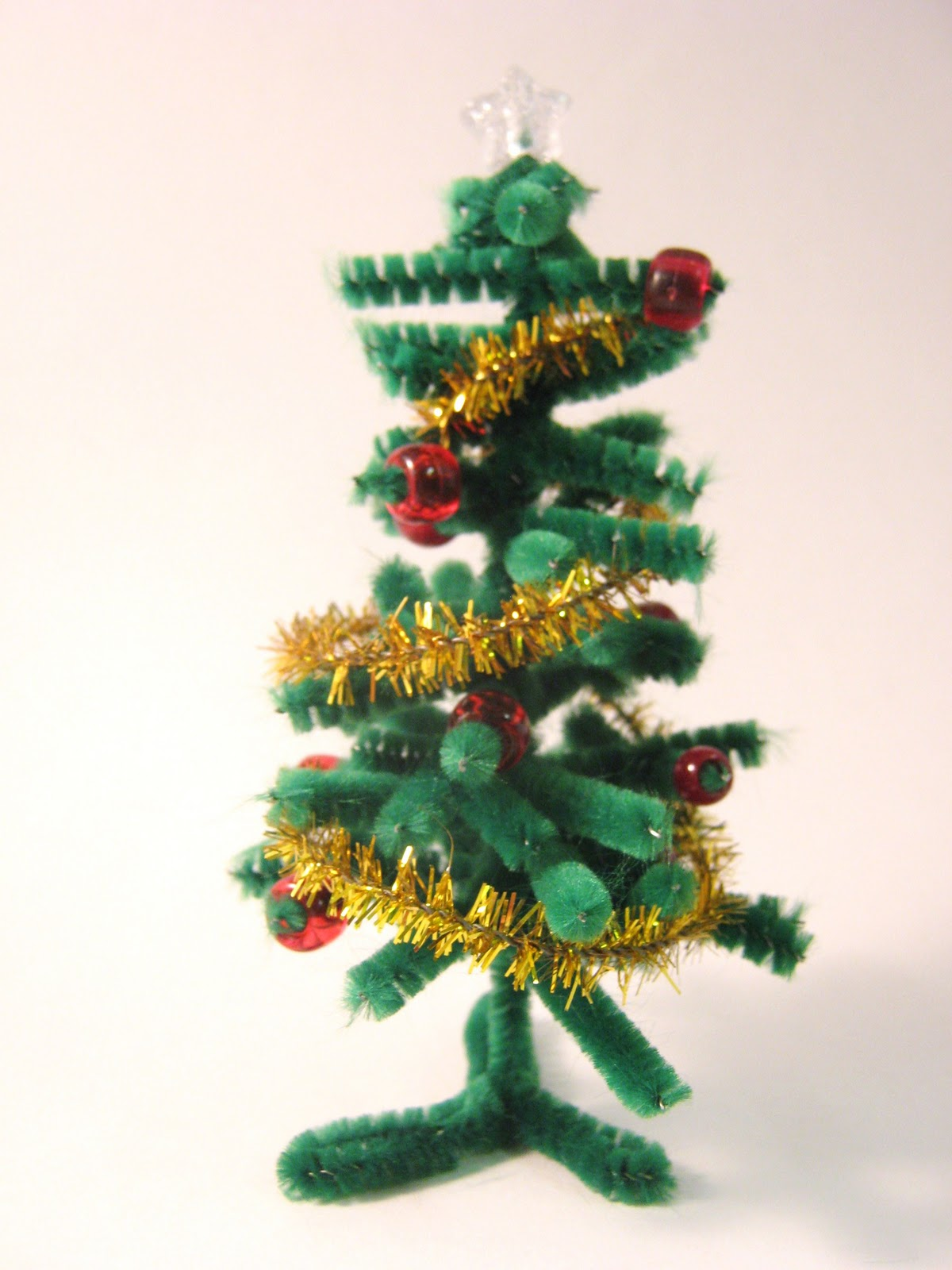 The Craft-Arty Kid (Old blog): Pipe cleaner Christmas tree