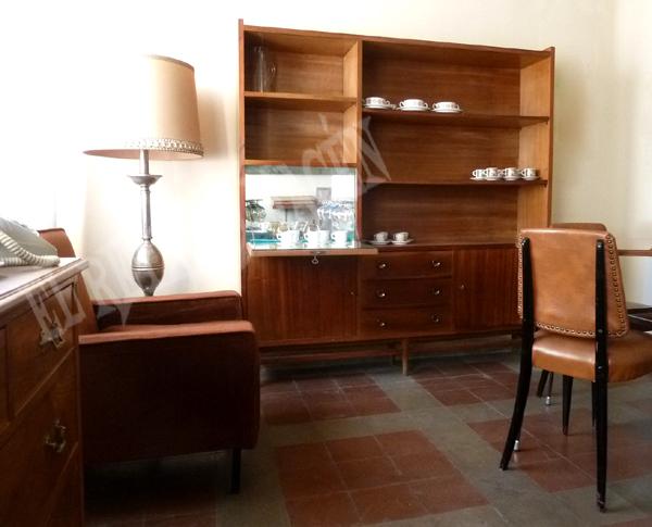 Maravilloso mueble bar, en madera chapada, antiguo y original de
