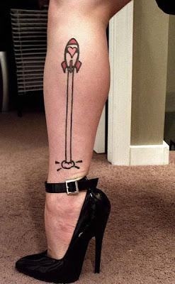 fotos de tatuagens de Foguete na Perna