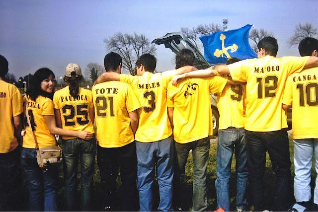 amigos friends camisetas amarillas Asturias espicha ingenieros