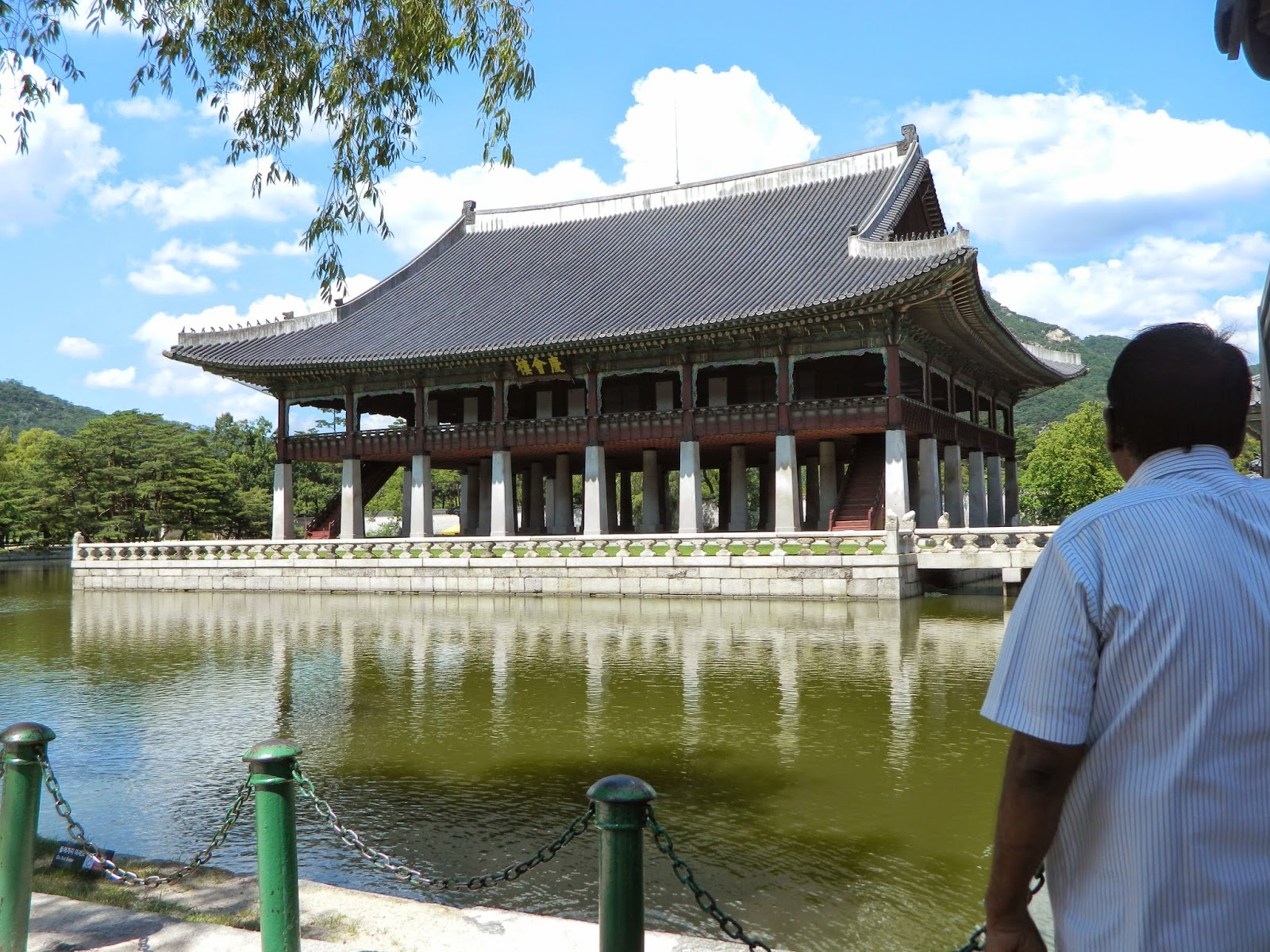The lake in Gyeongbokgung