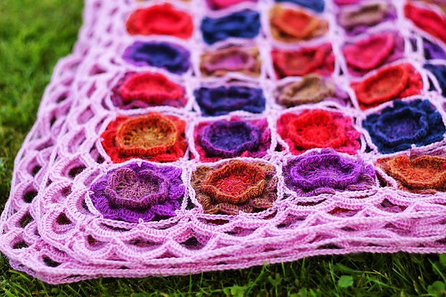 free crochet pattern flower blanket