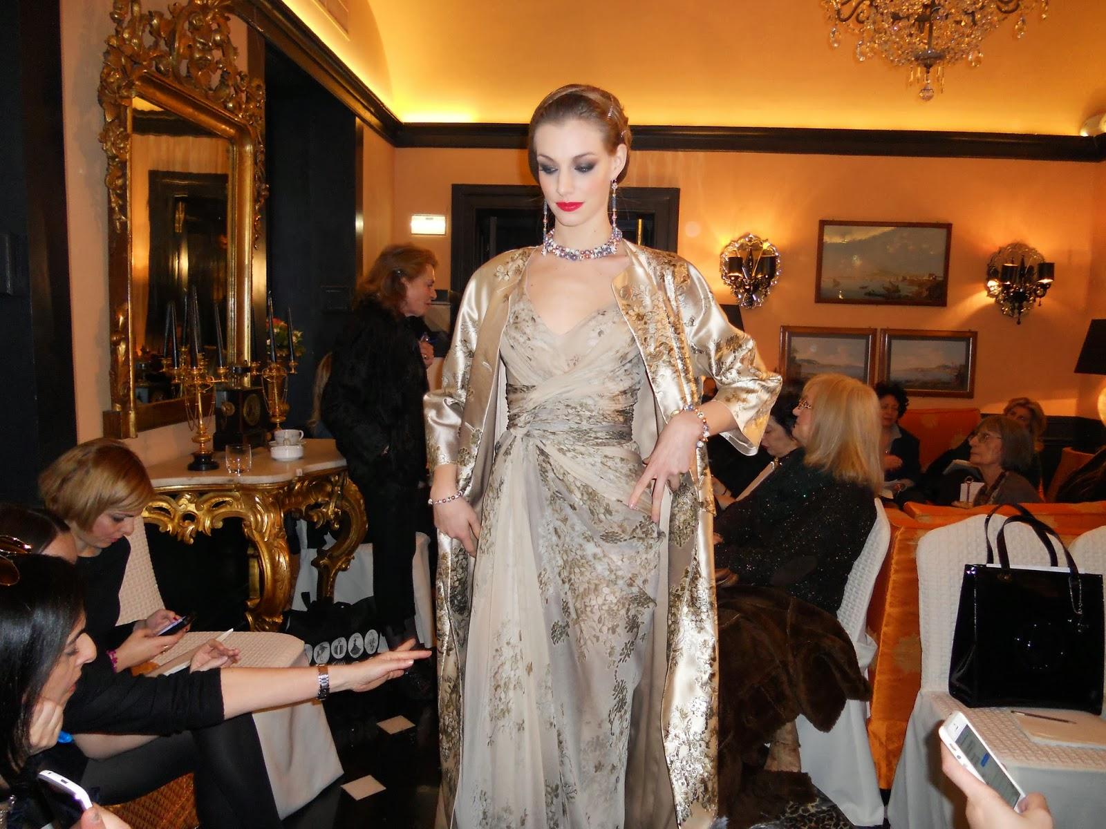 La couturière milanese ha presentato la sua collezione di Alta Moda  Primavera Estate 2014 dal titolo Glamour and International. Una collezione  cosmopolita e ... 6dae08dc766